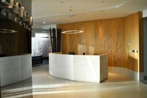 Revestimiento con diseño árbol bajo relieve